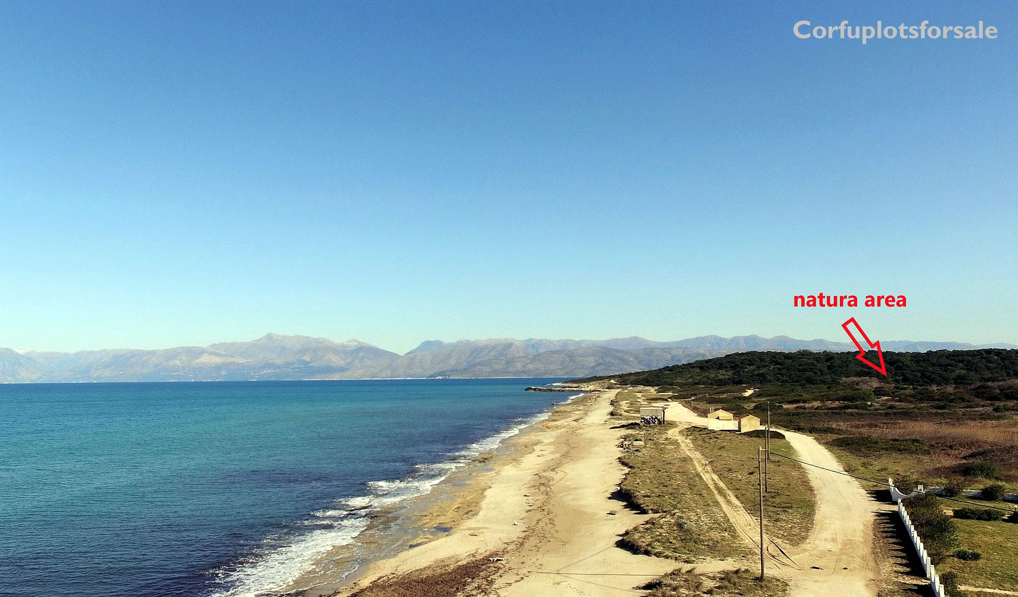 Superb piece of land only 4m from a 6km long sandy beach