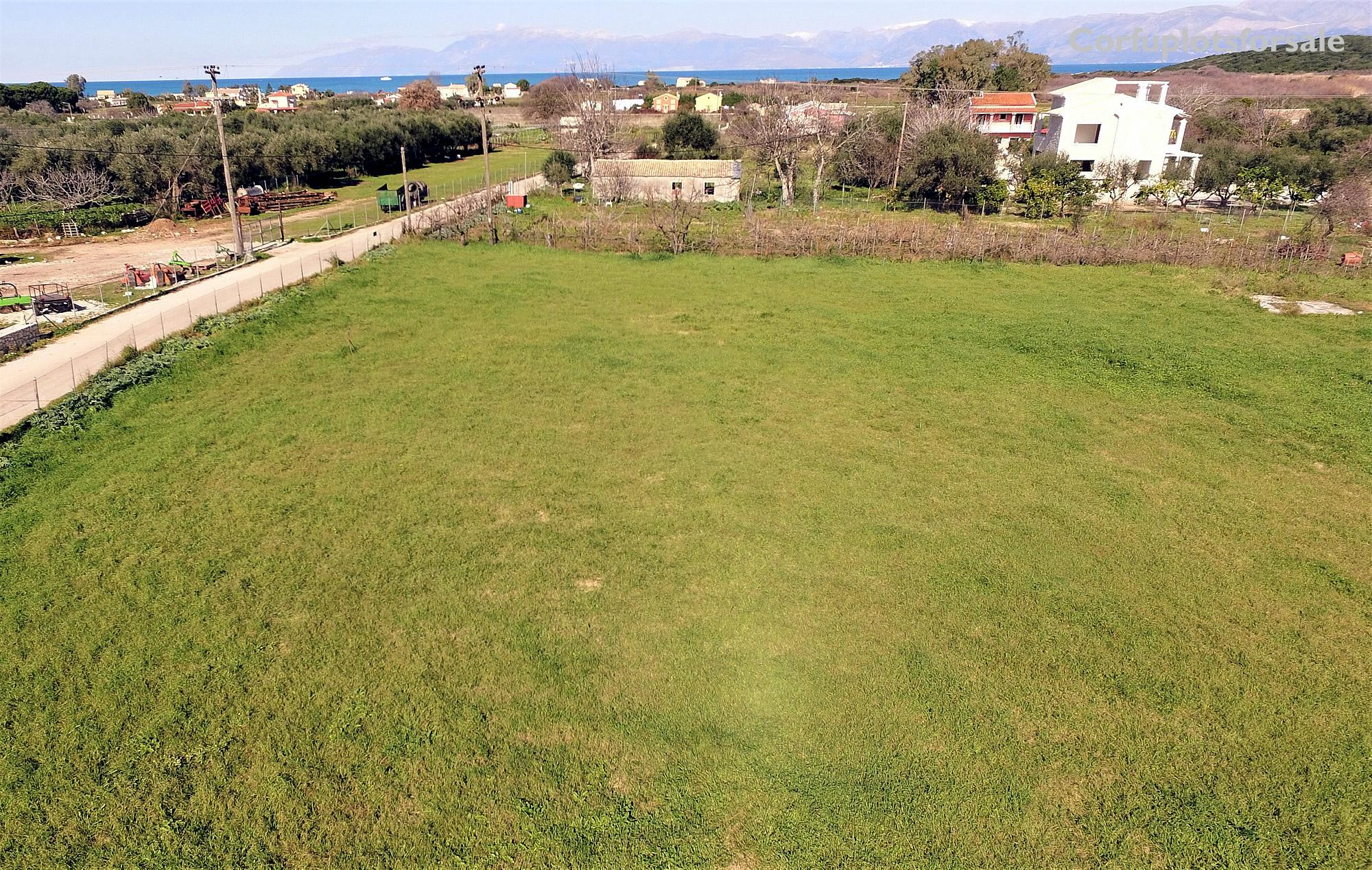 A flat plot only 700m from sandy beach of Almyros