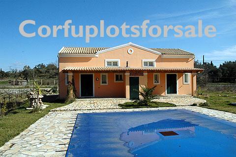 A  98 sq.m villa plus attic of 49 sq.m and pool