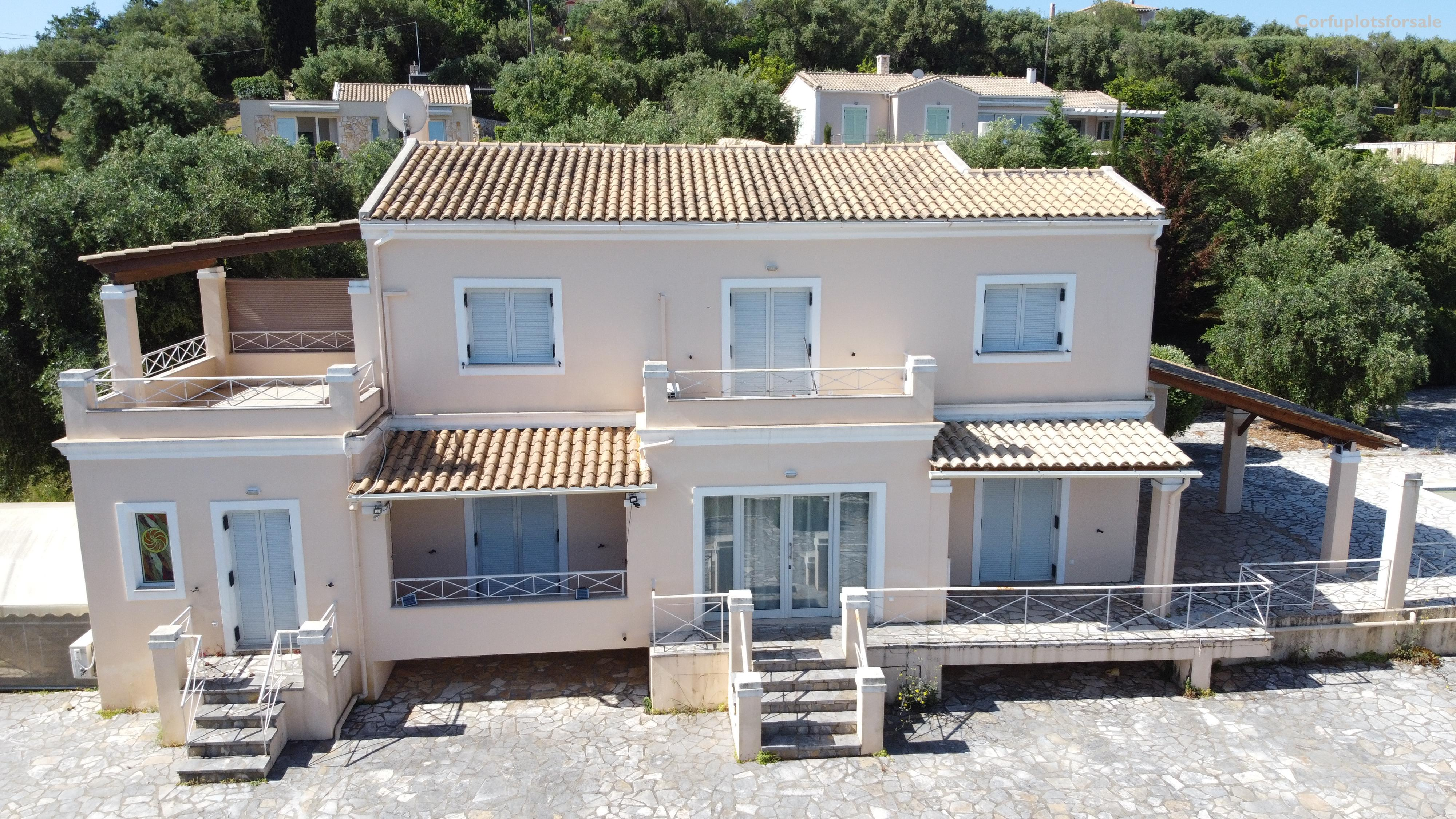 A luxury 224.5 sq.m villa with basement and pool in N.E. Coast