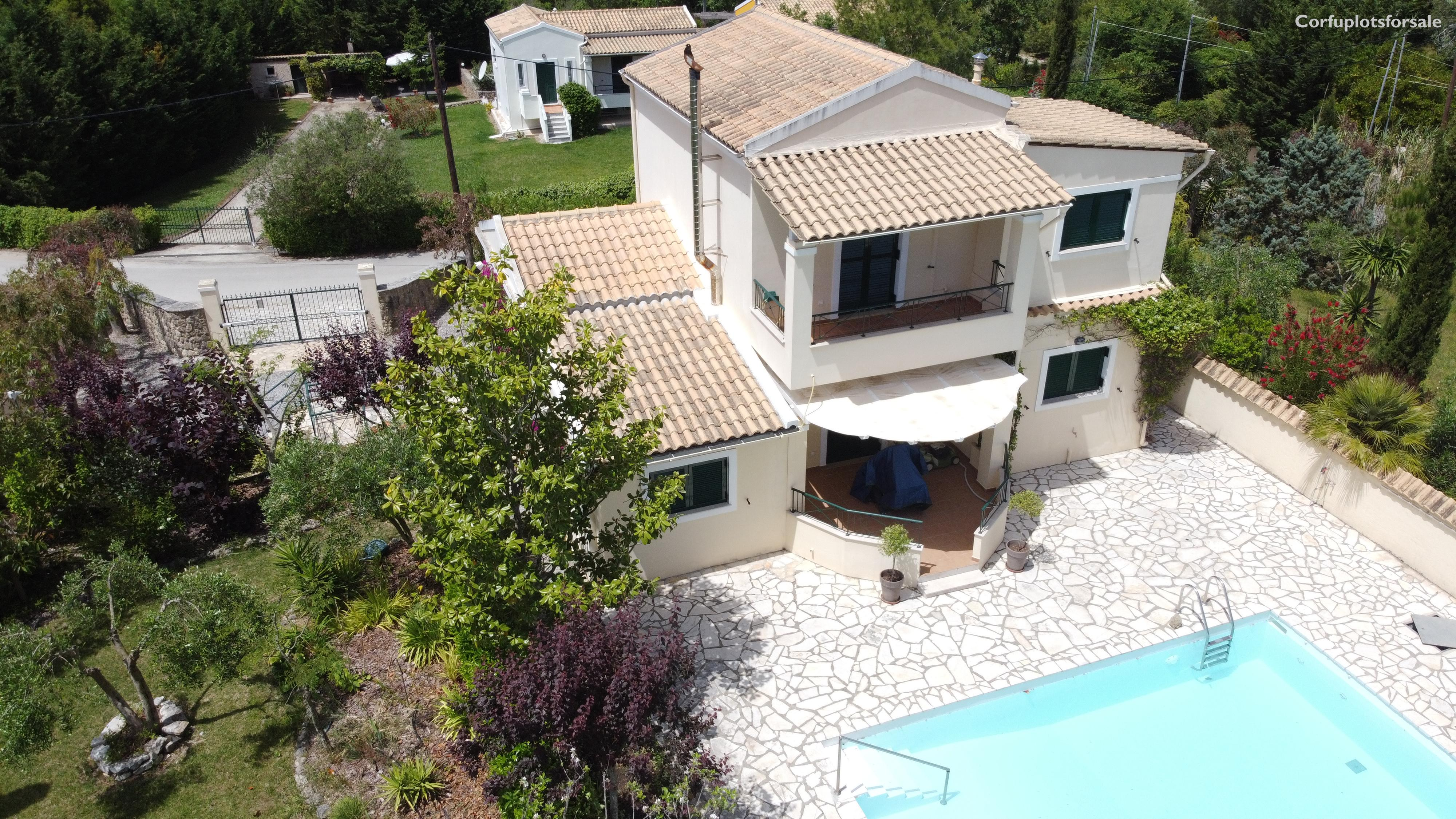 A charming villa of 118 sq.m with basement and pool in area of Poulades