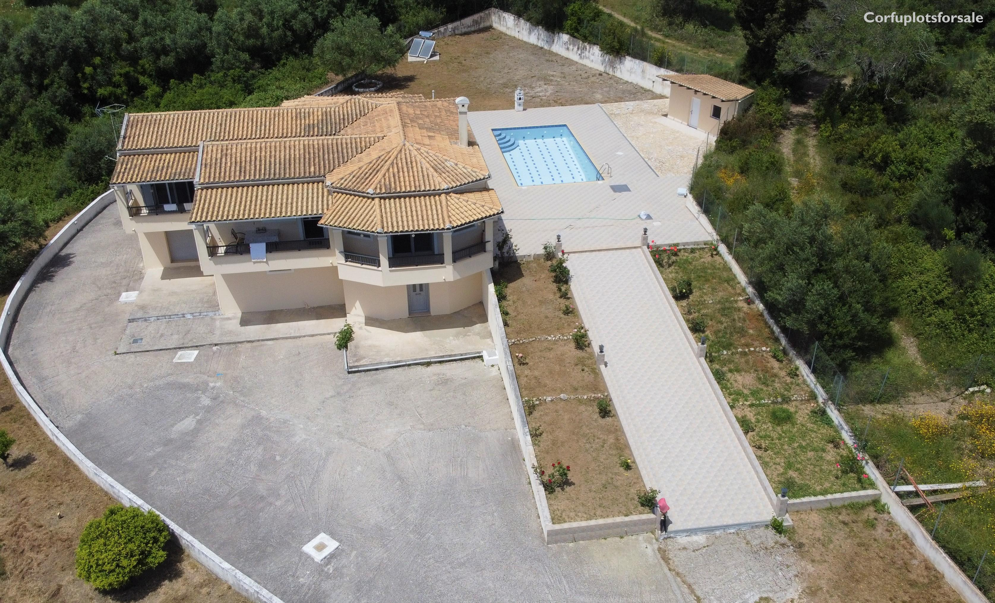 A villa of 180 sq.m with basement and pool on a hill in Poulades